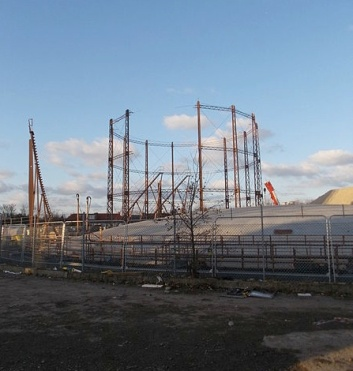 gas-holder-being-dismantled