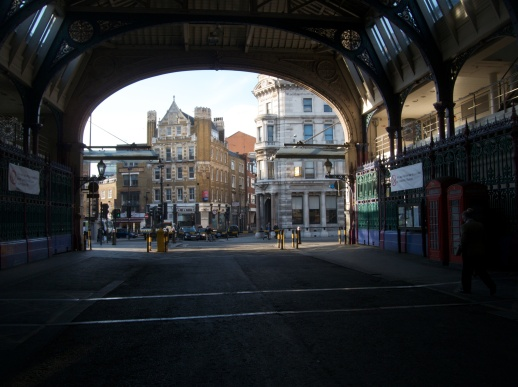 Grand_Avenue,_Smithfield_Market,_London-8634460124