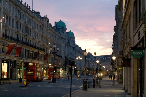 Pink_sunrise_at_Regent_Street,_London